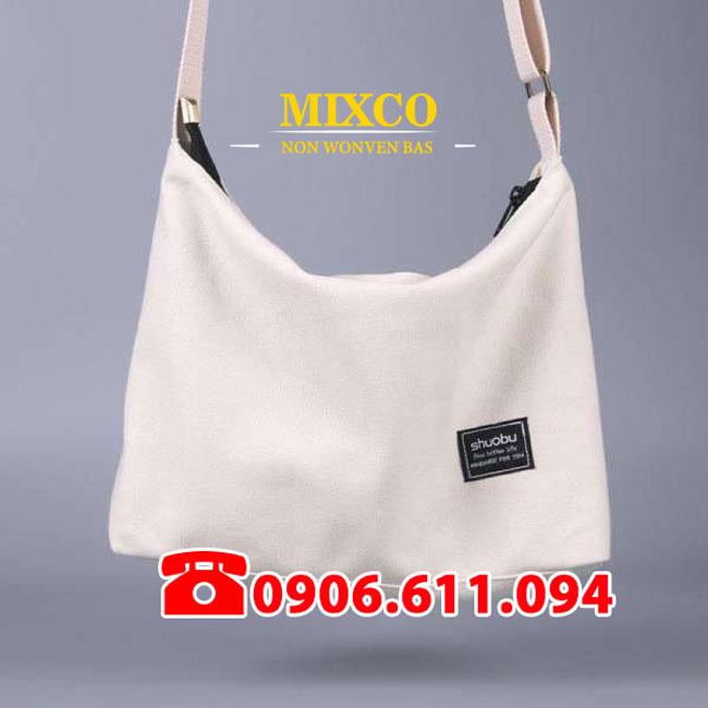 Xưởng may túi vải đeo chéo giá rẻ TPHCM Mixco